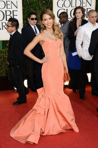 jessica_alba_2013_golden_globes_awards_red_carpet_sexy_cleavage_peach_gown_18f6pv9-18f6pvl