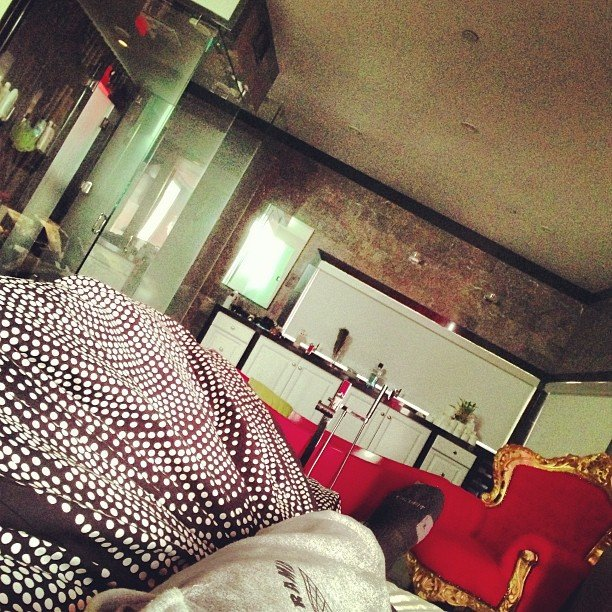 rihanna-chris-brown-share-bed-on-new-year-s-day02