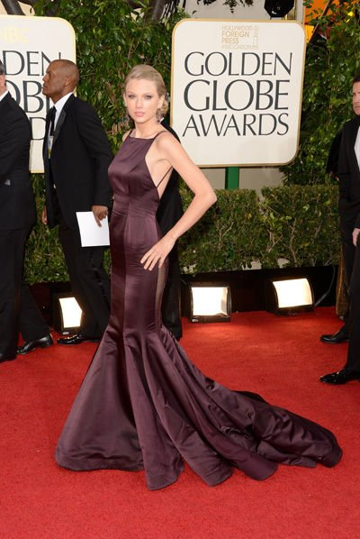 taylor_swift_2013_golden_globes_awards_red_carpet_sexy_backless_gown_18f6pv9-18f6pvj