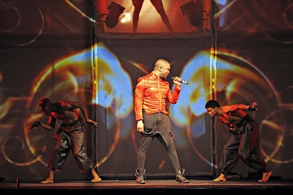 Darey-with-two-dancers