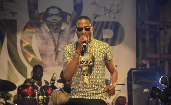 Dbanj-performing-at-Felabration-2013-New-Afrika-shrine-October-2013-35-copy
