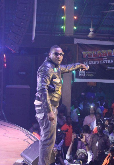 Eedris-Abdulkareem-performing-at-Felabration-2013-New-Afrika-shrine-October-2013-49-copy-400x600