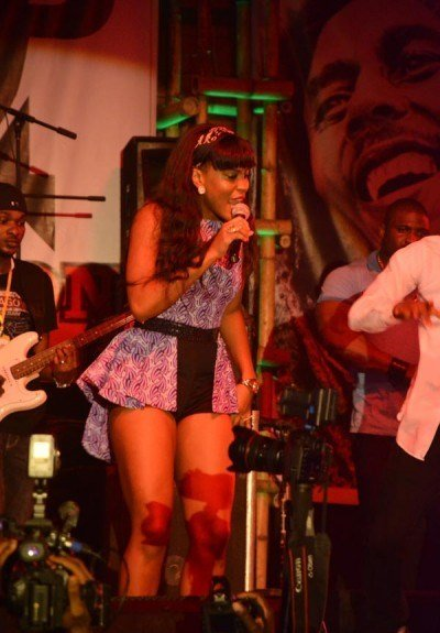 Emma-Nyra-performing-at-Felabration-2013-New-Afrika-shrine-October-2013-22-copy-400x600