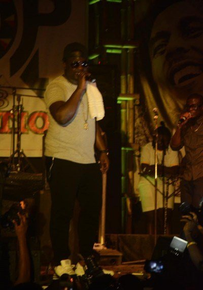 Wande-Coal-performing-at-Felabration-2013-New-Afrika-shrine-October-2013-3-copy-400x600