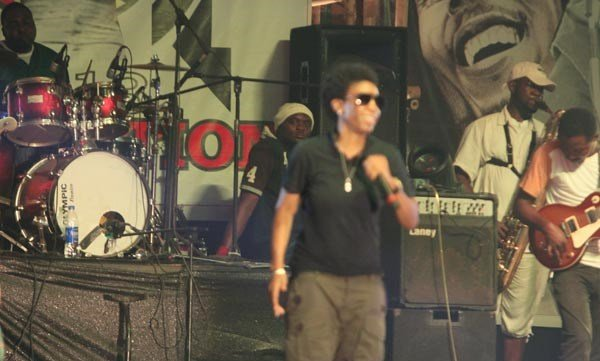 Wierd-MC-performing-at-Felabration-2013-New-Afrika-shrine-October-2013-72-copy