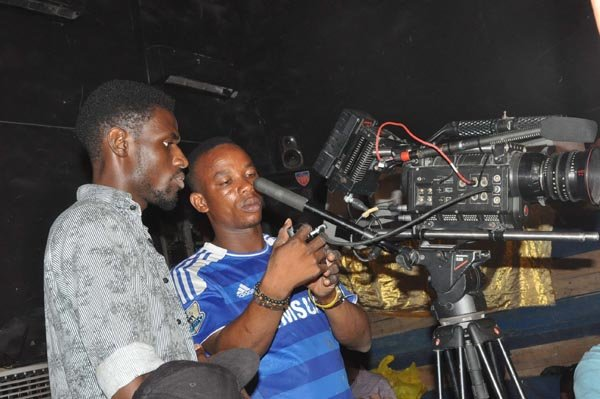 Behind-the-scene-photos-from-the-set-of-Nosas-Why-you-love-me-Video-15