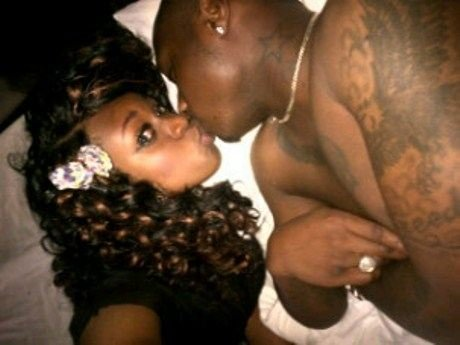 FAB-Magazine-Davido-Shares-A-pic-on instagram-with-an-unknown-lady