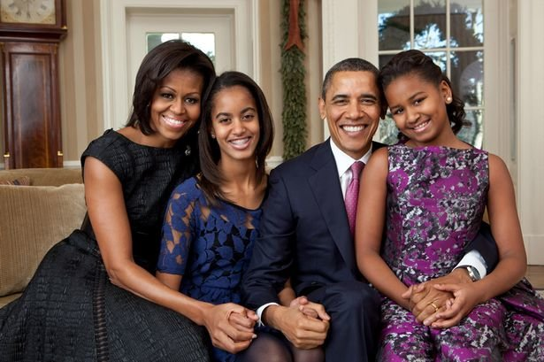President-Barack-Obama-First-Lady-Michelle-Obama-and-their-daughters-Sasha-and-Malia-1829545