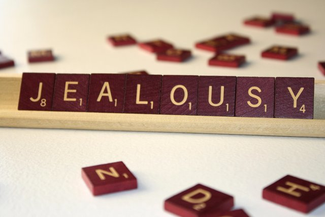 Relationship-10-Times-Not-To-Get-Jealous-Jealousy-FAB-Magazine (2)