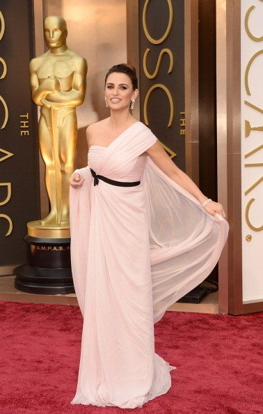 Penélope Cruz Wearing Giambattista Valli