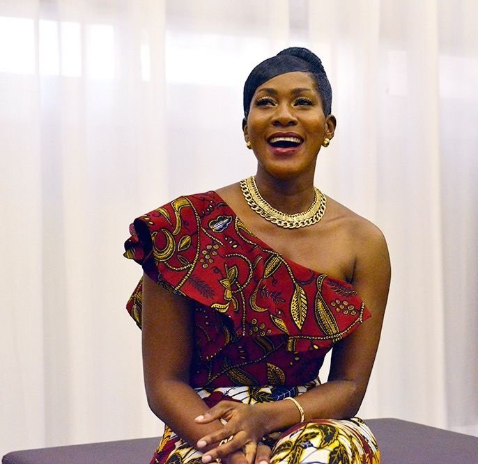 Stephanie Linus Vlisco