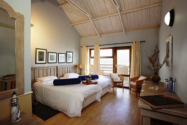 cape-cross-lodge-skeleton-coast-namibia(1)