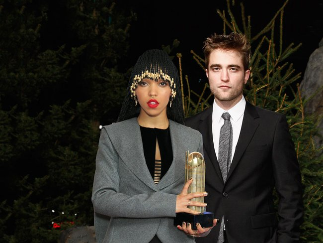 Fans Take On Robert Pattison's New Girlfriend FKA Twigs With Racist
