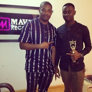 Don Jazzy hands over NEA 'producer of the year' award to Sars