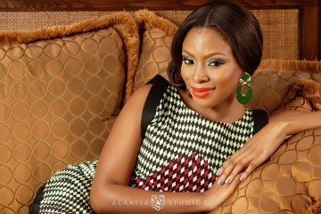 fab-magazine-Dolapo-Oni-gets-engaged1